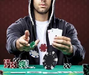 البوكر لعبة تعتمد بالكامل على الخداع